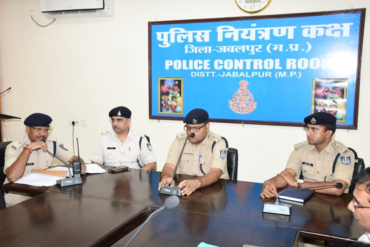 SP Amit Singh holds meeting to start Student Police Cadet Scheme