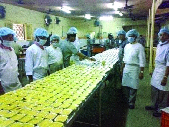 Base Kitchen in Bhopal, Itarsi stns to provide fresh, nutritious food