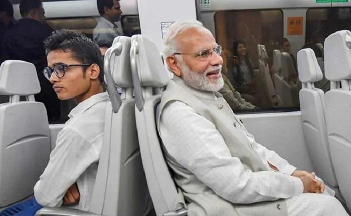 PM takes metro ride to Dwarka