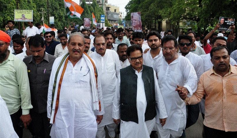 Congress stages 'jail bharo' agitation in Raipur