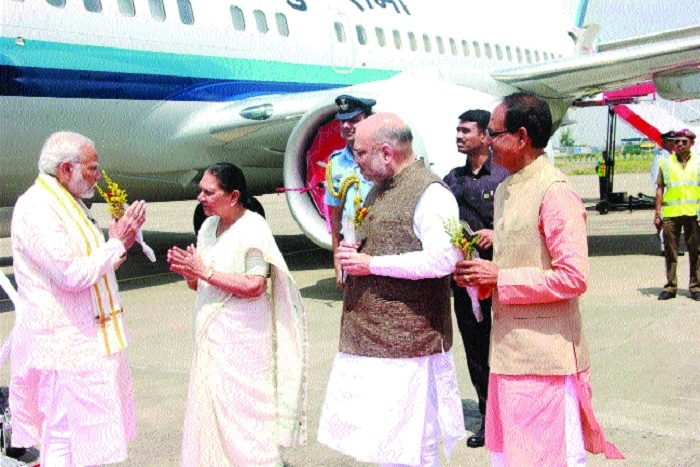PM given warm welcome at airport