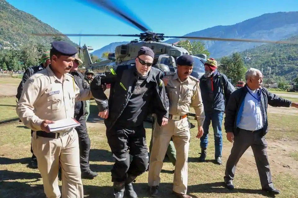 650 rescued, 1,000 tourists still stranded in snow-hit Himachal
