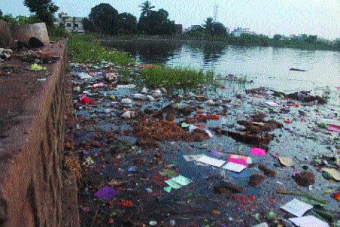 City ponds left littered after 'Ganesh Visarjan'