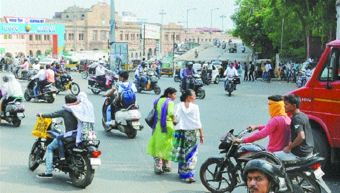 'Demolishing flyover in front of railway station can ease traffic'