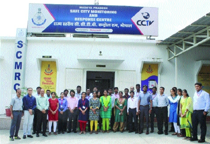Trainee IAS officials visit State-level PCR Dial 100
