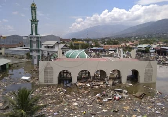 384 killed in Indonesia quake-tsunami