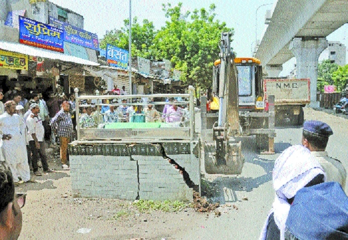 Trustees of two renowned shrines on Central Avenue raze illegal structures on their own