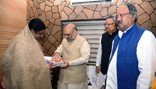 BJP Chief Amit Shah meets Sant Prakash Muni for Sampark Samarthan campaign