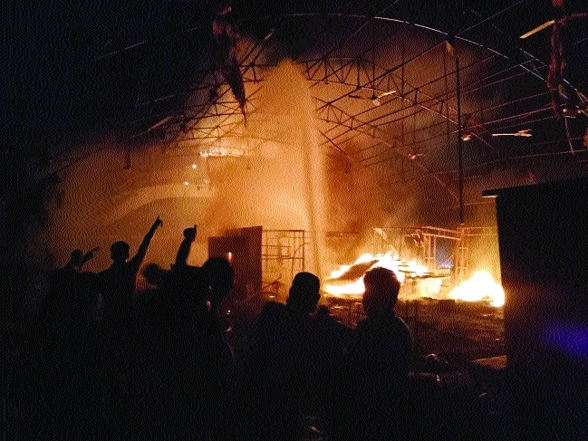 10 stalls gutted at expo venue in Bittan Market