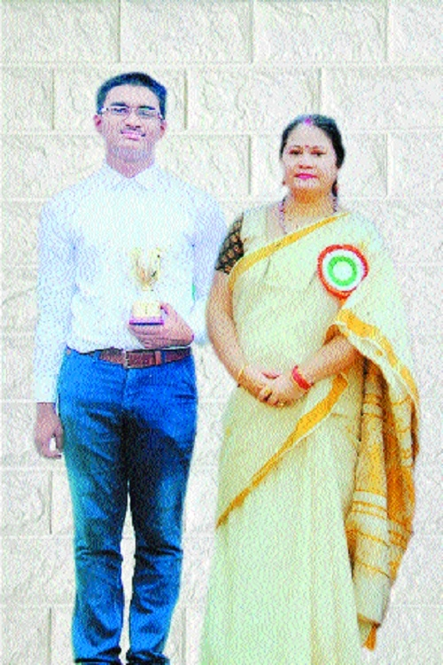Bhavan's Ashti branch student Yash Kale emerges city topper in AISSE after revaluation