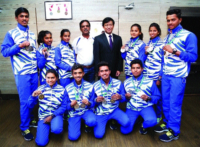 Medal winners call on Sports Director Thaosen