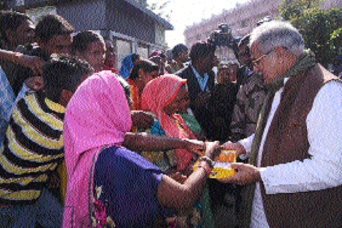 Bhupesh Baghel distributes sweets among labourers on New Year