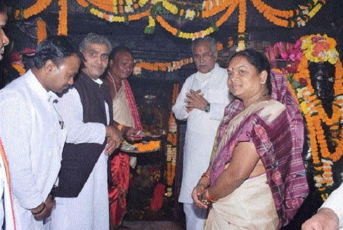 CM pays obeisance at Danteshwari Temple