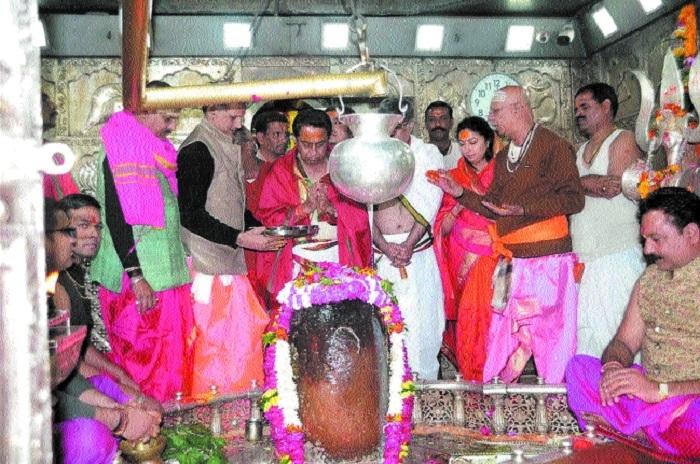 CM offers prayers at Mahakaleshwar temple