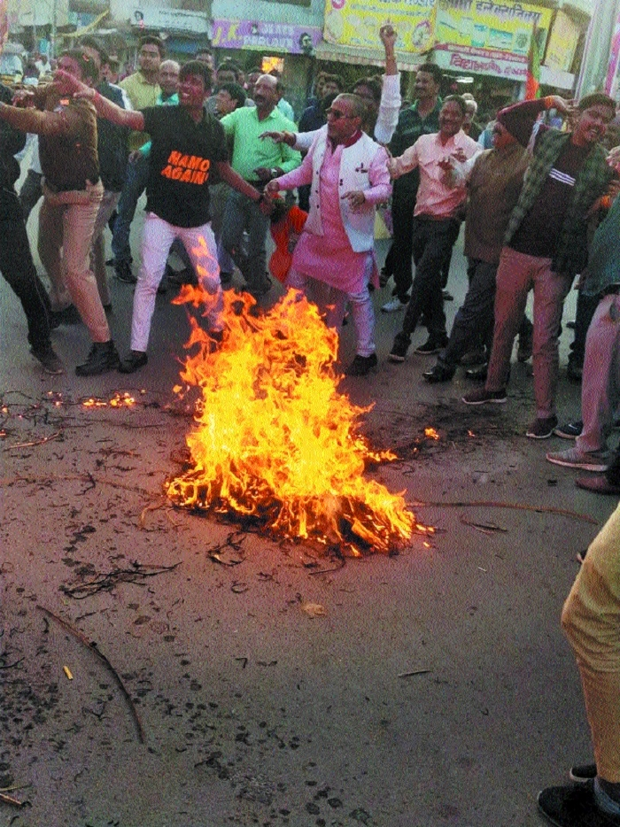 BJP supporters clash with police while trying to burn CM's effigy