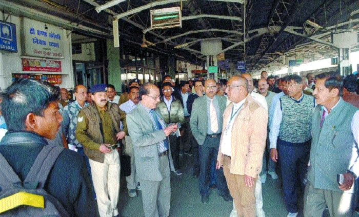 WCR GM unhappy with slow work at Habibganj rly stn