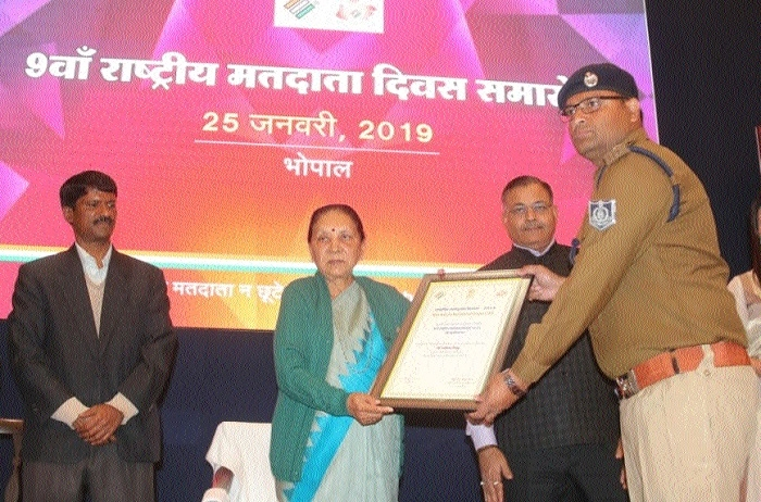 Governor honours SP Amit Singh with Best Electoral Practice Award