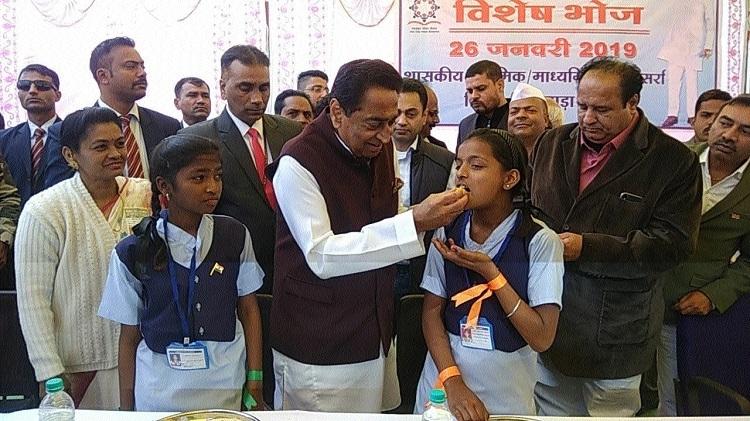 CM Nath shares MDM with kids in Sarra
