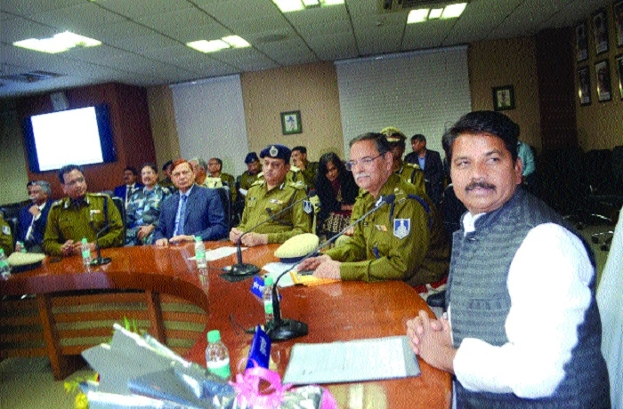 Bring tightness while policing, says Home Minister to officers