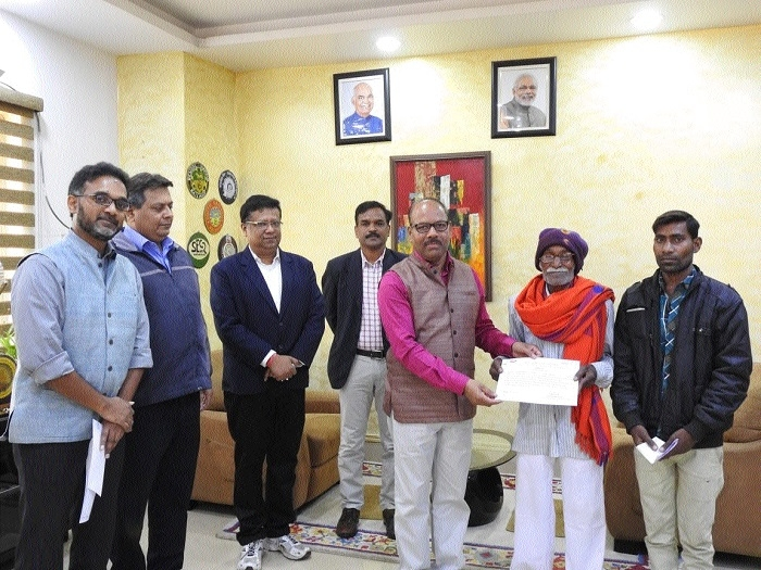 DRM felicitates two good samaritans