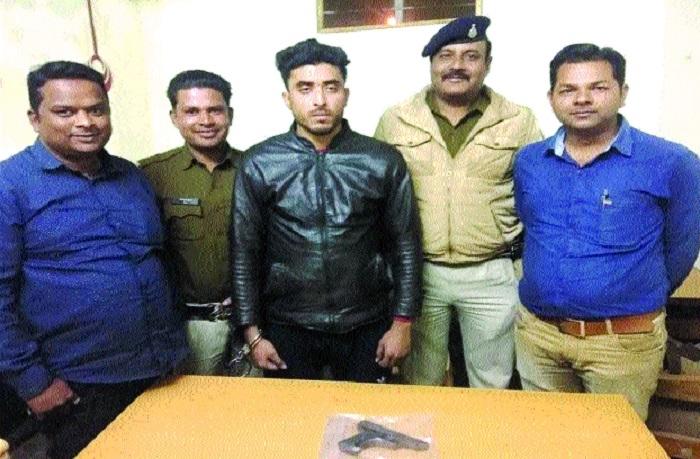 Miscreant nabbed, pistol seized