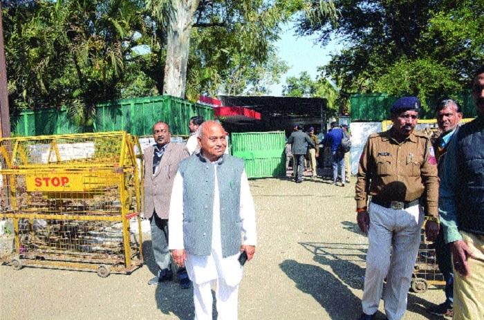 Minister Dr Govind Singh visits Shivraj's house