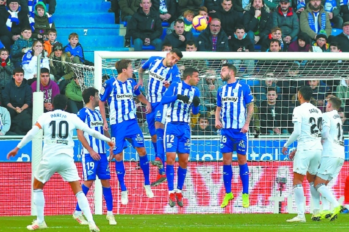 Alaves go fourth with victory over troubled Valencia
