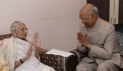 Kovind meets PM's mother in Gujarat