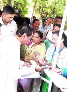 CM hears people's grievances in Shikarpur