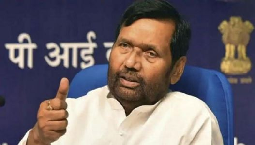 States must not delete ration card holders' names for lack of Aadhaar, says Paswan
