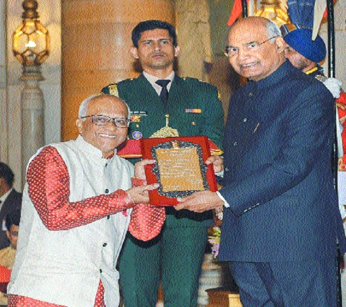 President presents 2017 Sangeet Natak Akademi Awards to 42 artists