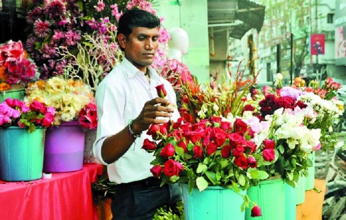 Rose demand multiplies as 'Valentine Week' begins
