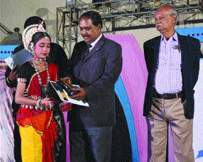 Shriya wins 'Kalinga Gourav' National Award in Multi-Talent Hunt Contest