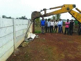BMC razes 15 illegal under construction houses at Arya Nagar