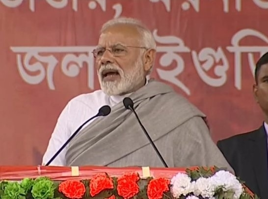 Mamata held sit-in to protect scamsters from CBI, says Modi