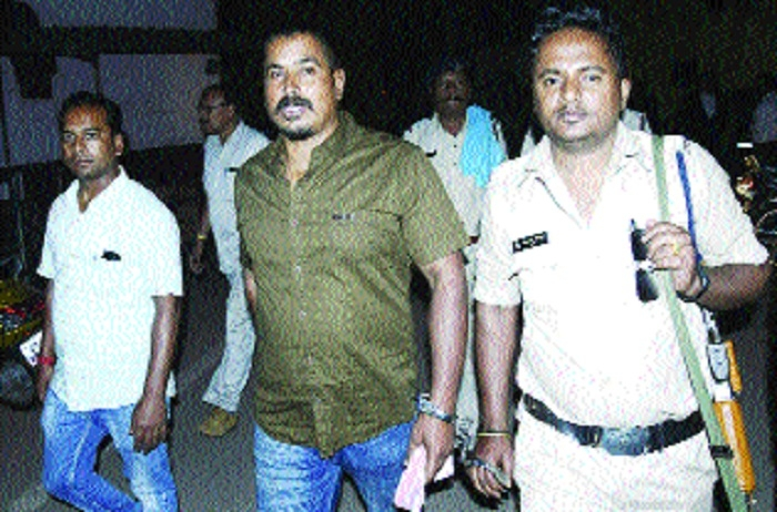 Gangster Tapan Sarkar brought from Raipur on transit remand
