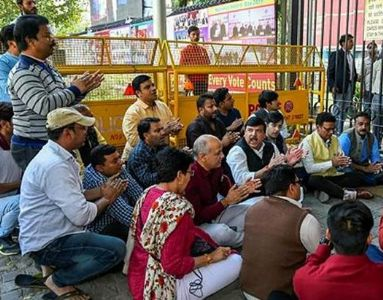 AAP workers protest outside EC over 'illegal raids'
