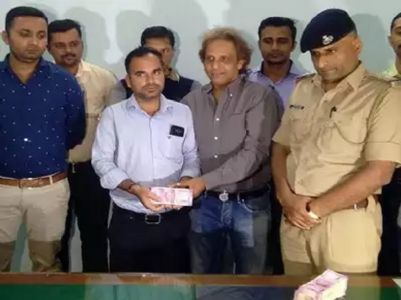 Guj salesman rewarded for returning Rs 10 lakh found on road to owner