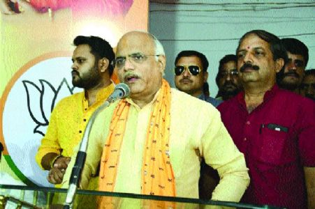If traitors can, then why can't Sadhvi Pragya contest polls: Dr Sahasrabuddhe