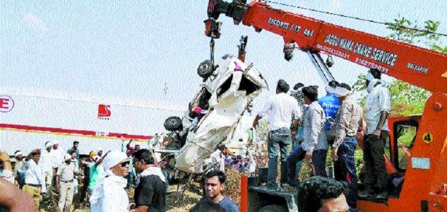 13 killed, 3 hurt in truck-SUV collision near Malkapur