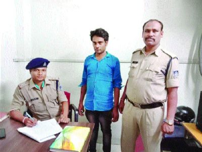 Conman's arrest reveals way to withdraw cash keeping bank balance intact!