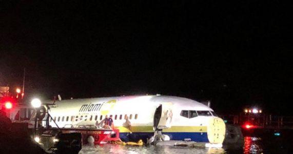 Plane carrying 143 crashes into Florida river, no casualty