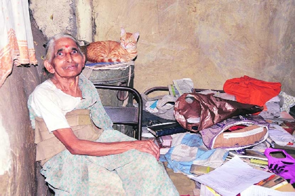 pune woman living without electricity