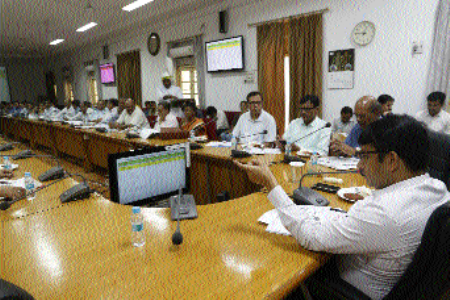 Give priority to implementation of Dastak Abhiyan: Collector