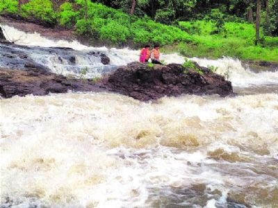 Two men trapped in Kerwa dam, rescued