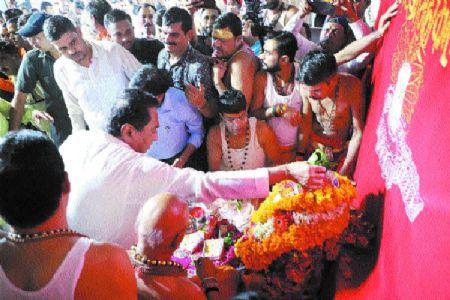 CM Kamal Nath offers prayers to Lord Mahakal's fifth 'Savari'