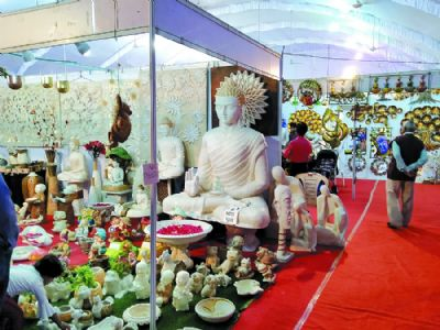 Heavy discount on furniture and other items at Vaastu Vision Expo