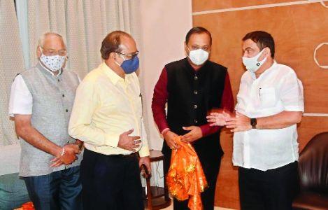 Union Minister Gadkari fetes new team of NVCC