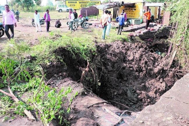 water pipeline bursts_1&n