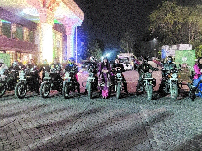 Women bikers_1